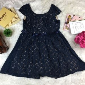 Pompous girly navy illusion lace belt party dress